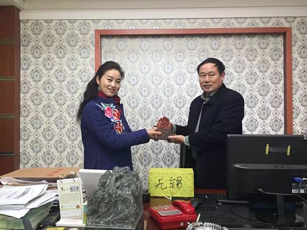凤凰栖董事长与宜兴华东百畅景区阮总合影