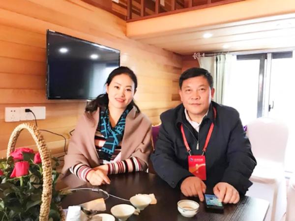 凤凰栖董事长与无锡旅游局领导坐镇南京展会