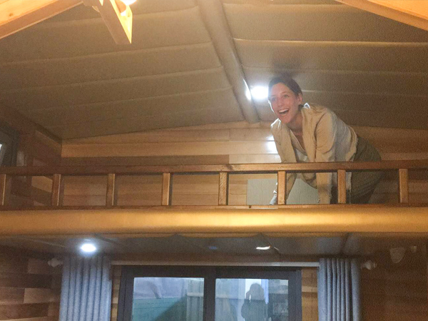 史考特太太对凤凰栖木屋的内部设计感到满意